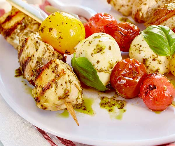 Photo of - Brochettes grillées caprese au poulet