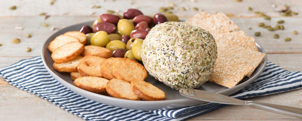 Photo for - Boule de fromage enrobée de graines