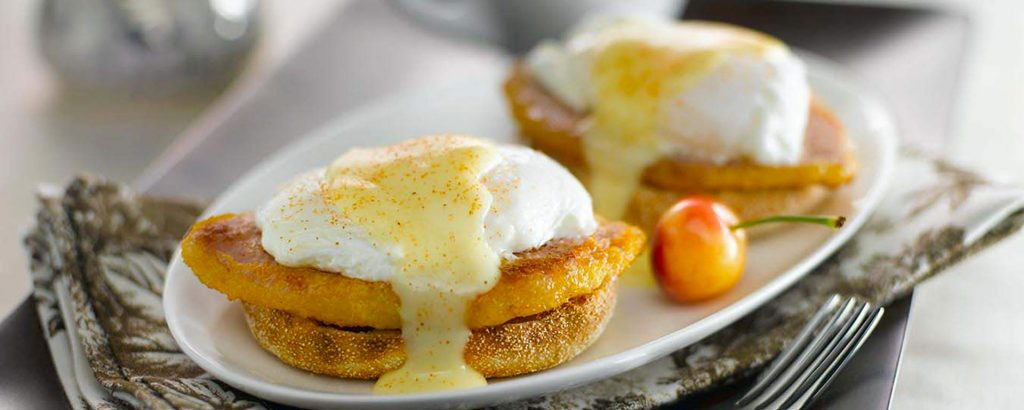 Photo for - Eggs Benedict with Classic Hollandaise Sauce