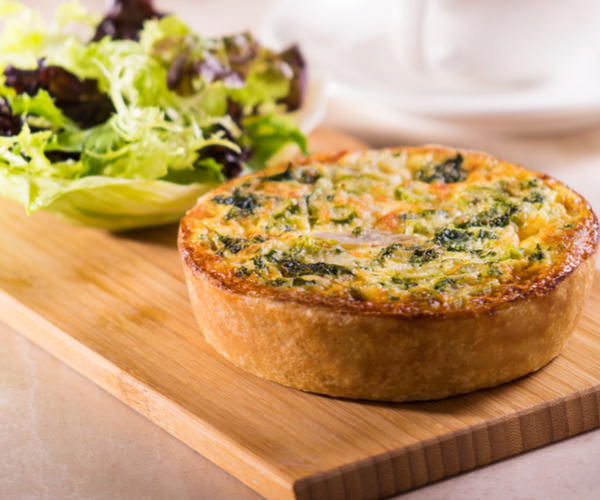 Photo of - Quiche au poulet fumé et aux asperges